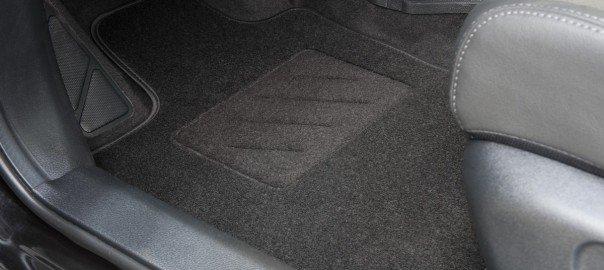 Wie Sie Auto-Fußmatten von Lovauto instandhalten
