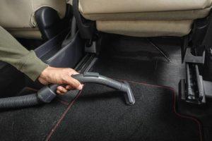 comment-nettoyer-tapis-voiture-naturellement-1-e1508408117653